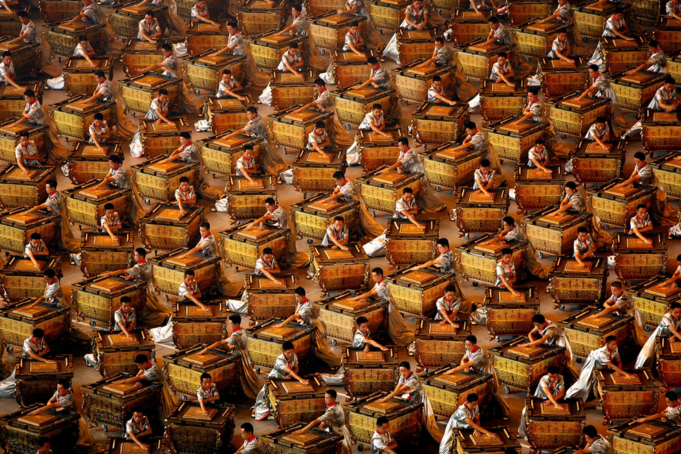 http://therealsouthkorea.files.wordpress.com/2008/08/drummers-perform-during-the-opening-ceremony-for-the-2008-beijing-summer-olympics.jpg